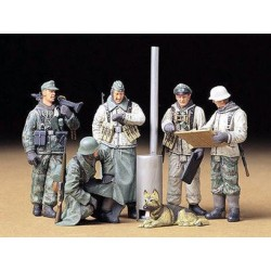 Tamiya 35212 German Soldiers at Field Briefing